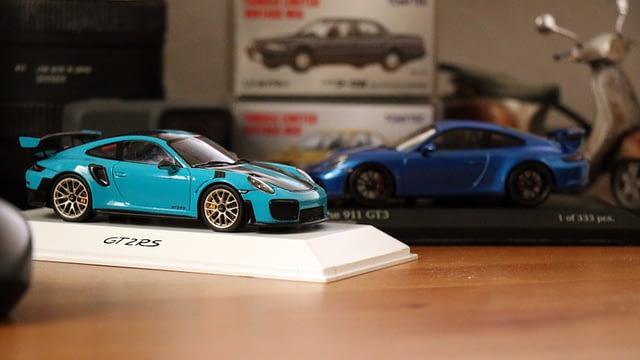 Még a Frankfurti Autószalonon vettem a Miami kék 911 GT2 RS-t, aminek ott tartották a bemutatóját